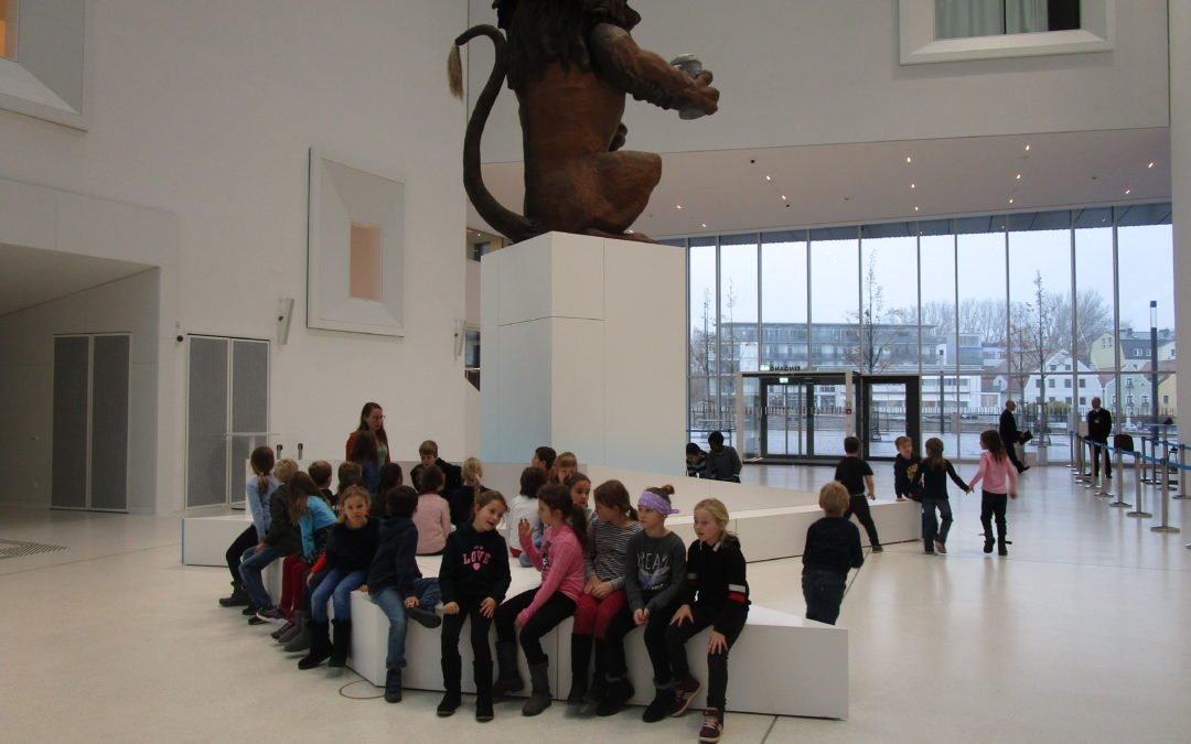 """Museumsbesuch der 2.Klassen """"Mit 100 Sachen durch die Geschichte"""""""