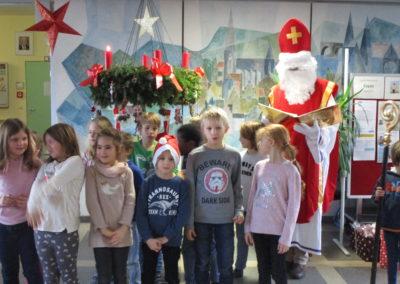 Der Nikolaus besucht unsere Schule 3