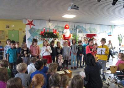 Der Nikolaus besucht unsere Schule 4