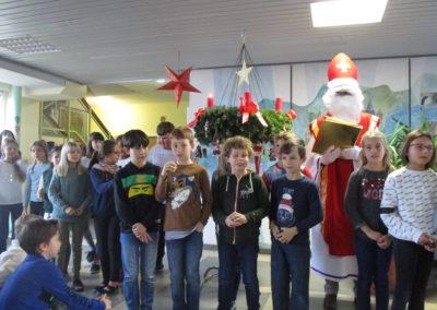 Der Nikolaus besucht unsere Schule 5