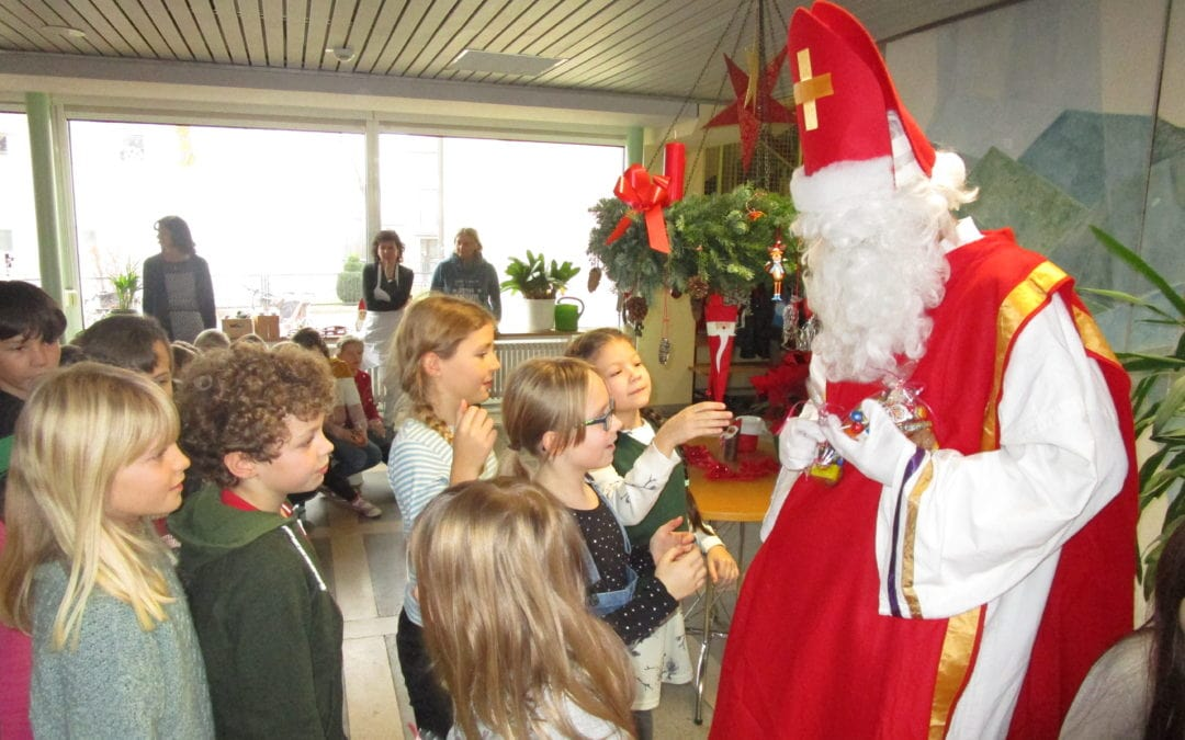 Der Nikolaus besucht unsereSchule