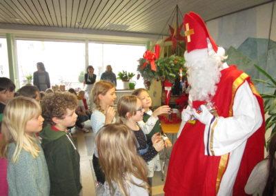 Der Nikolaus besucht unsere Schule 6