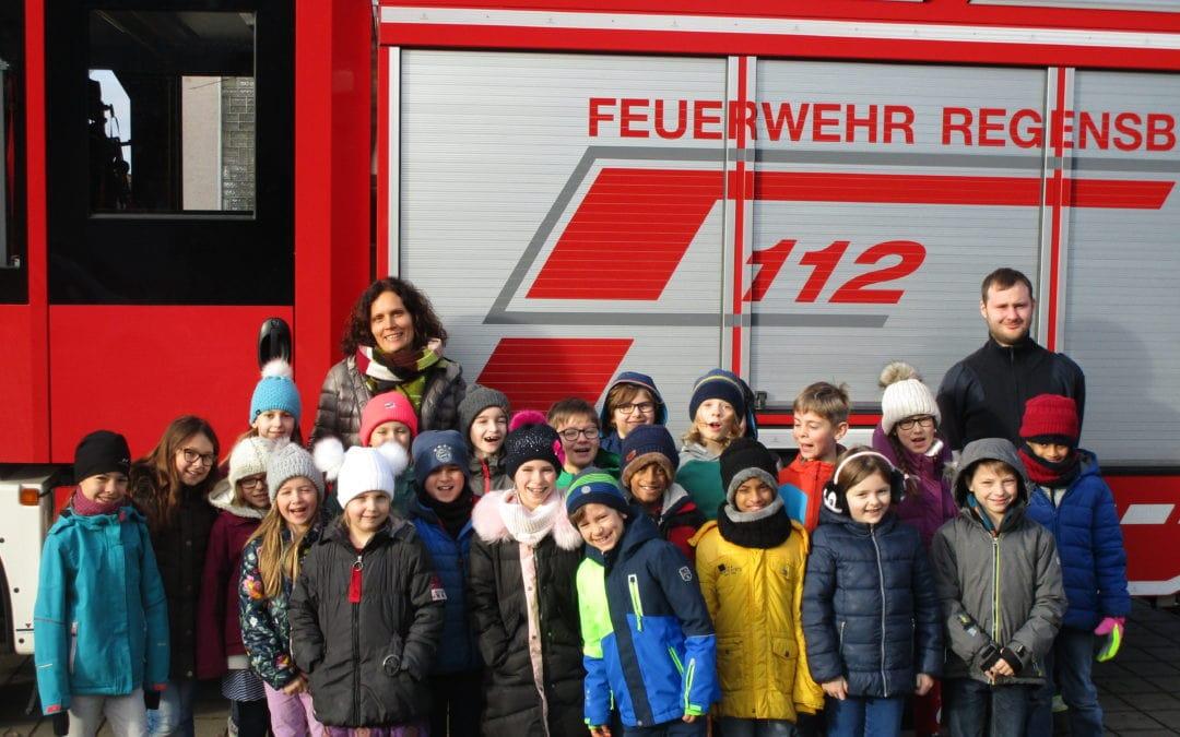 Die Feuerwehr besucht unsereSchule