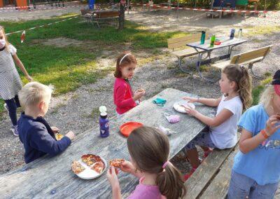 Pizzabackaktion des Spielbusse 12